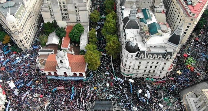 Masivo acto en Plaza de Mayo