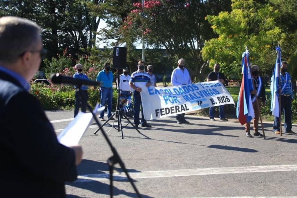 Acto oficial por el 2 de abril se realizó en Plaza Urquiza