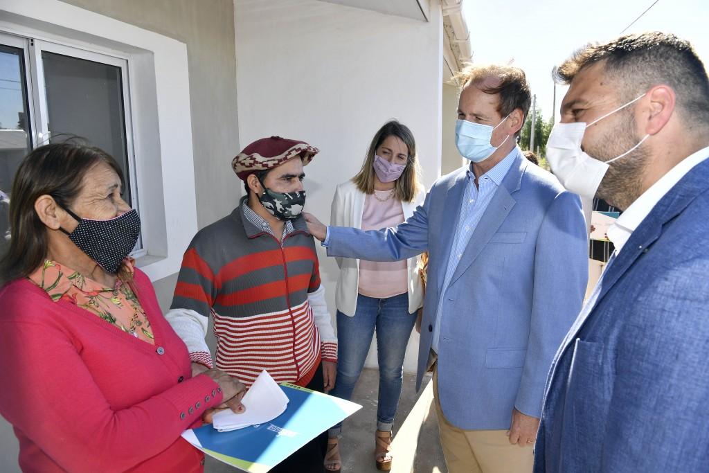 En su visita a Federal; Bordet destacó que la provincia superó las 180.000 dosis aplicadas y llamó a fortalecer los cuidados - Entrego viviendas-