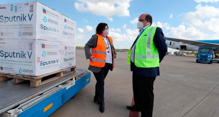 Llegó otro vuelo con 500 mil vacunas y Argentina superó las 7 millones de dosis