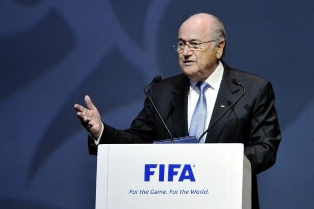Tras el escándalo, la UEFA pide la renuncia de Blatter