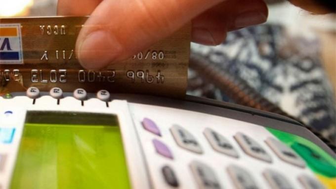 Las altas tasas de interés encarecieron hasta 35% el crédito para el consumo