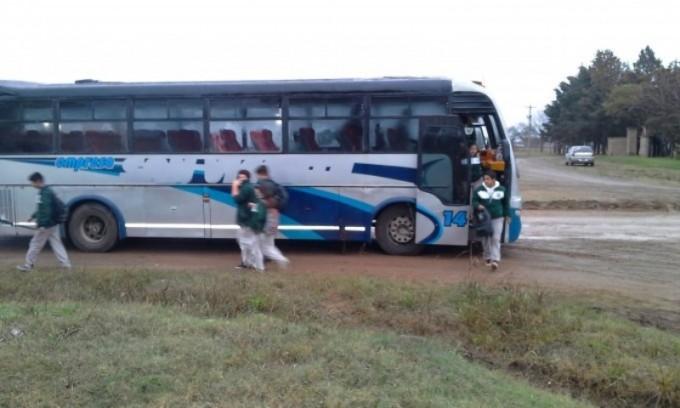 Ya funciona el Transporte de alumnos desde Federal a la Escuela Agro