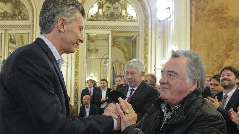 Barrionuevo sorprendió y faltó al almuerzo con el Presidente