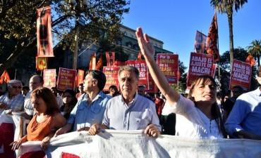 """El FIT realizó su acto """"contra el ajuste de Macri y los gobernadores"""""""