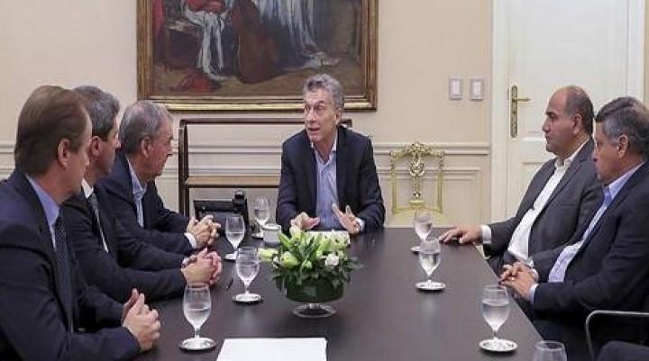 """""""Gobernabilidad sí, ajuste no"""", repiten  Las provincias del PJ se resisten al plan de Macri para bajar el gasto"""