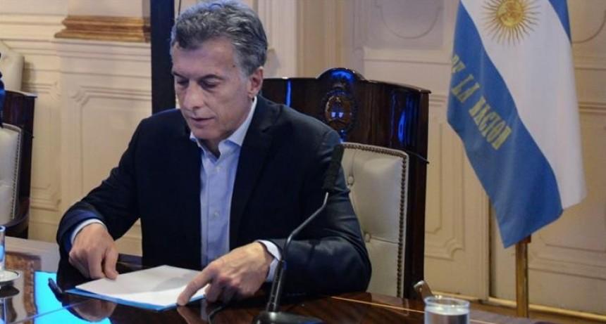 A horas de aprobarse en el Congreso, Macri vetó ley contra suba de tarifas