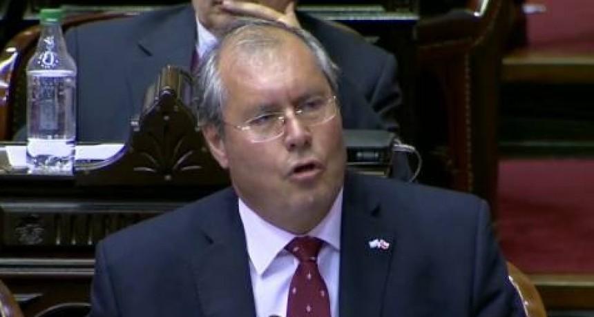 El legislador está en grave estado  Balearon a un diputado nacional de la UCR en la esquina del Congreso de la Nación y asesinaron a un funcionario