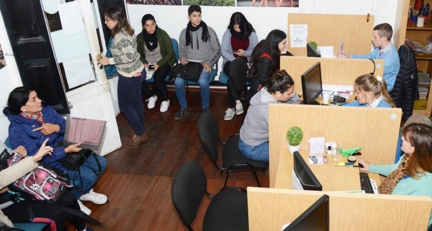 El próximo martes se inicia el pago de becas a estudiantes secundarios