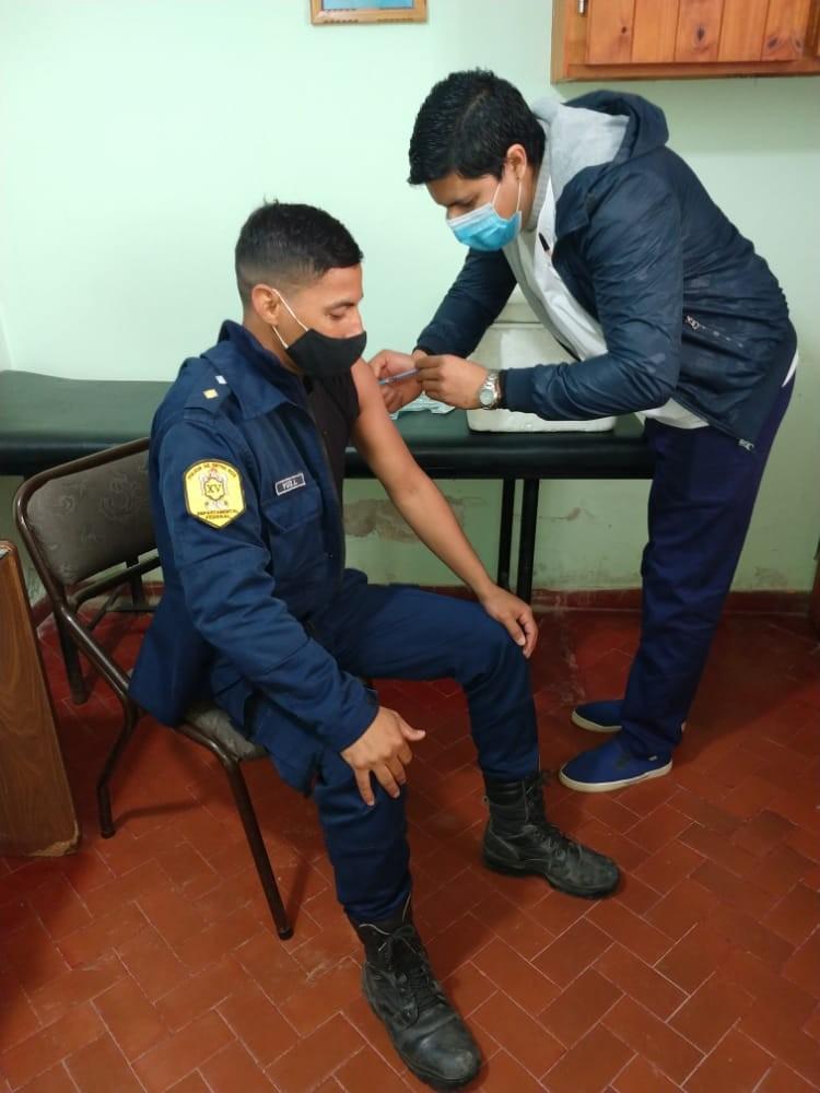 SE COMPLETO LA VACUNACION DEL PERSONAL POLICIAL DEL DEPARTAMENTO CON PRIMERA DOCIS