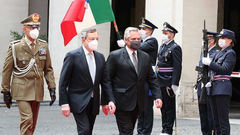 Gira europea: Alberto Fernández se reunió con Mario Draghi, el flamante premier italiano