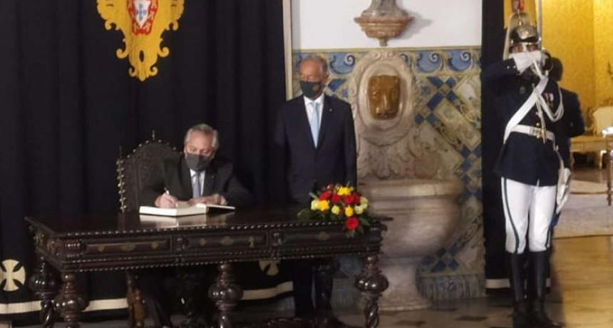 Alberto Fernández fue recibido en Portugal por el presidente Rebelo de Sousa