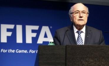 Sorpresa en la FIFA: renunció Joseph Blatter y llamó a elecciones
