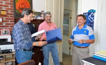 Eduardo Taleb y Patricia Padilla entregaron aportes