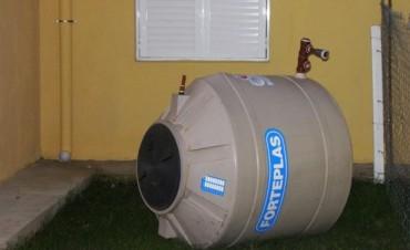Se desplomó un depósito de agua en una de las viviendas IAPV inauguradas en mayo