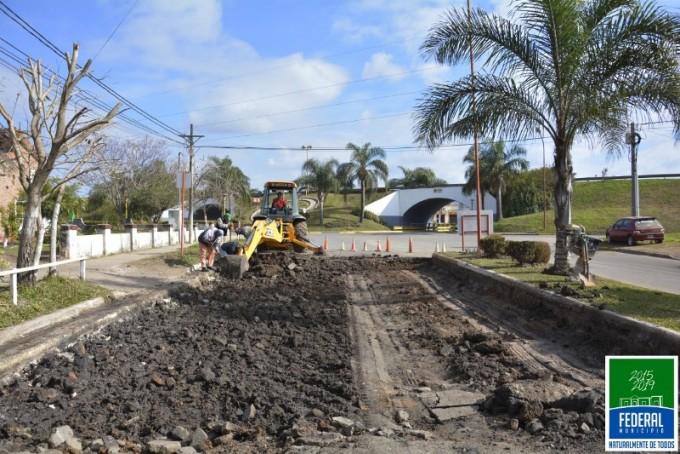 Obras de mantenimiento vial en boulevar Urquiza