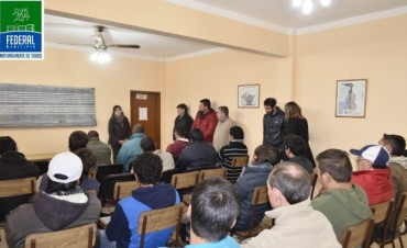 El Municipio junto a la cafesg promueven un curso de operador de motoniveladora
