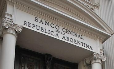 El Gobierno sigue emitiendo deuda en pesos, en dólares y hasta en francos suizos