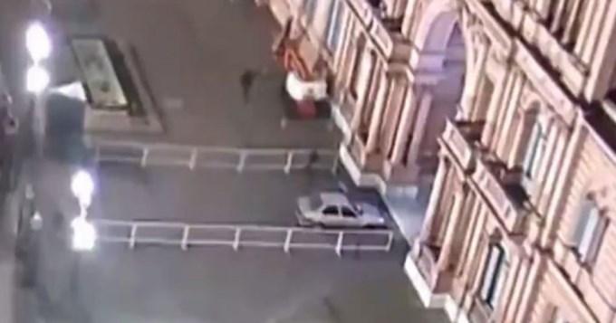 Alerta máxima: auto se metió en la Casa Rosada