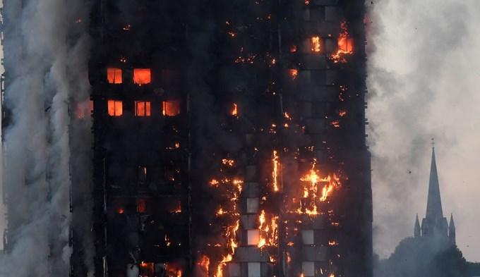 Infernal incendio en edificio de Londres: 12 muertos
