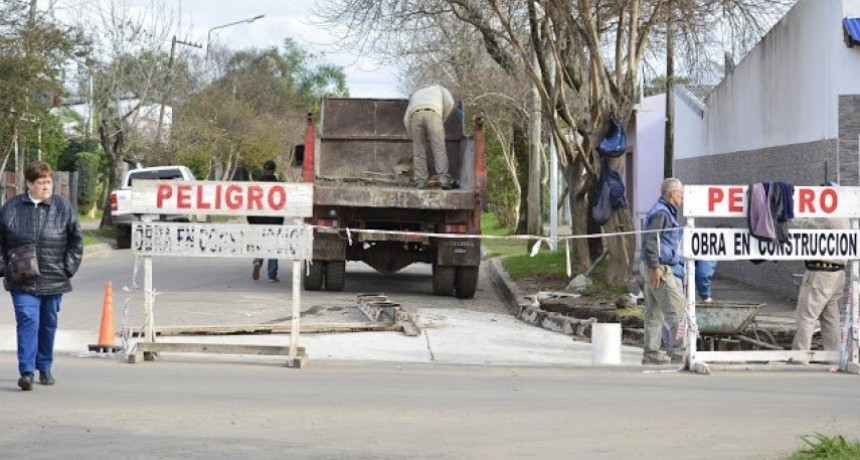 CONTINÚA LA CONSTRUCCIÓN DE BADENES SOBRE CALLE ARIENTI