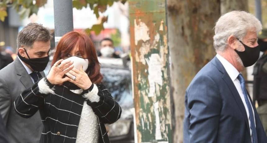 Cristina Kirchner se presentó ante la Justicia por el espionaje ilegal: