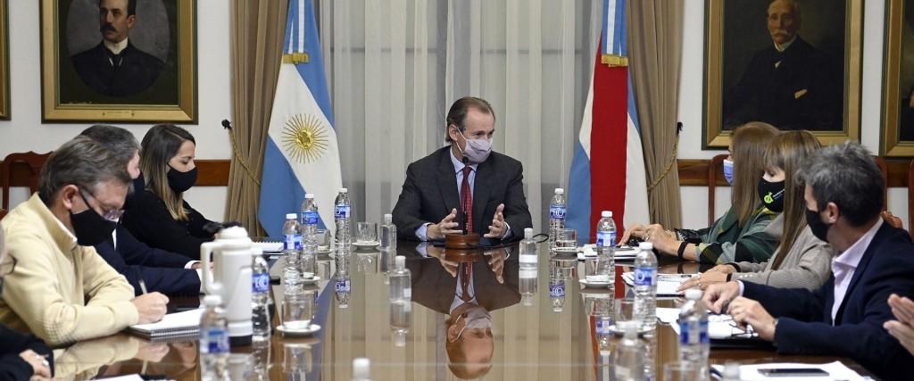 Bordet encabezó una reunión de gabinete con anuncios de asistencia económica y balance de la campaña de vacunación