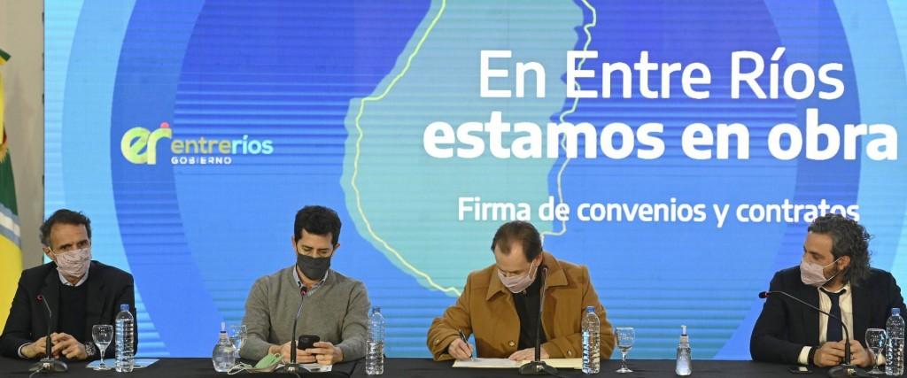 """Bordet: """"Trabajamos en una agenda para el futuro de Entre Ríos"""