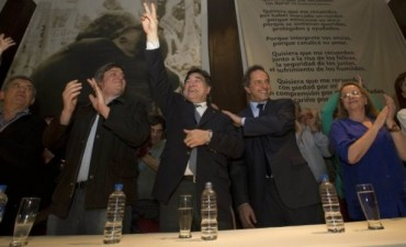 Acto en Santa Cruz: Urribarri, junto a Zannini, Scioli y Máximo Kirchner homenajearon a Néstor Kirchner