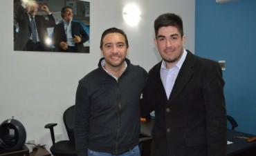 Mauro Urribarri en reunión con un referente de los jóvenes del Sciolismo en Paraná.