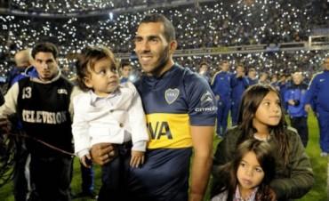 Tevez ya firmó como nuevo jugador de Boca y saludó a los hinchas en una Bombonera repleta