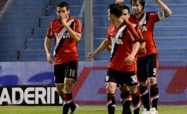 Cuatro goles de Cavenagui para que River golee a Rafaela