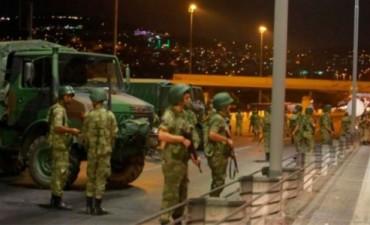 Ascienden a 161 los muertos por el fallido golpe de Estado en Turquía