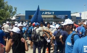 Denunciaron a Macri por la privatización de Arsat