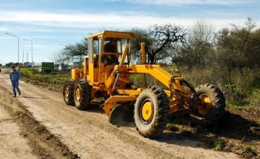 Continúa la reposición de ripio en caminos productivos