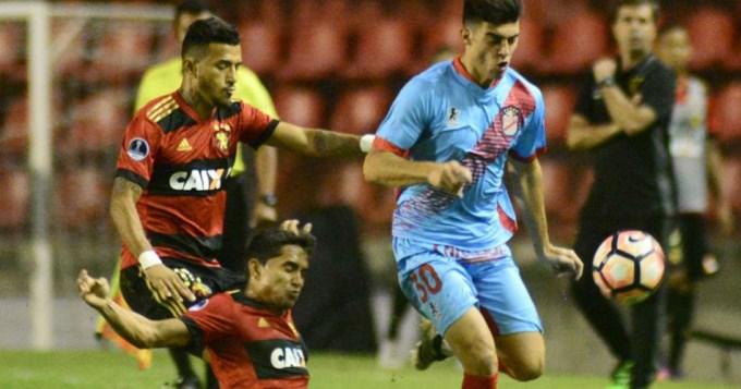 Arsenal va por la remontada frente a Sport Recife