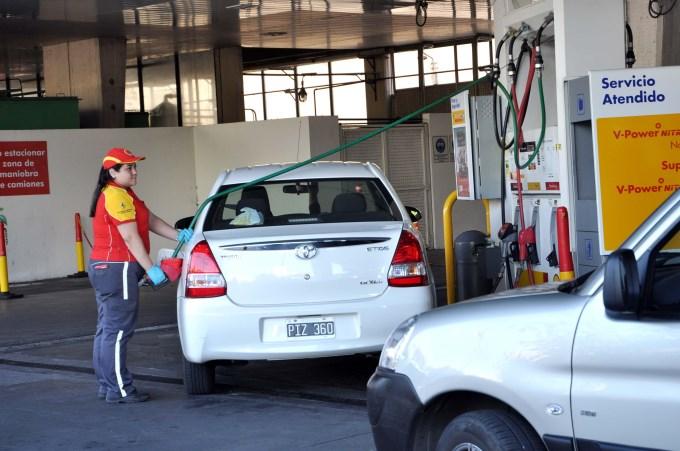 La nafta en Argentina sale más cara que en países en guerra