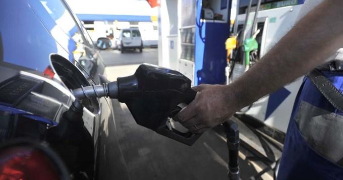 Nafta 7,2 y gasoil 6%, no bajan... suben este finde