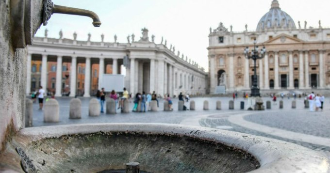Vaticano cortó agua de sus fuentes por la sequía en Roma