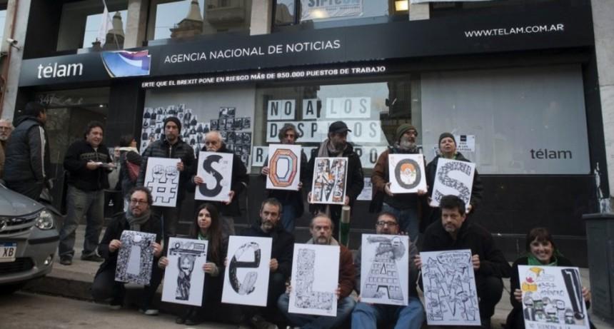 La Justicia dictaminó revocar los despidos masivos en la agencia Télam
