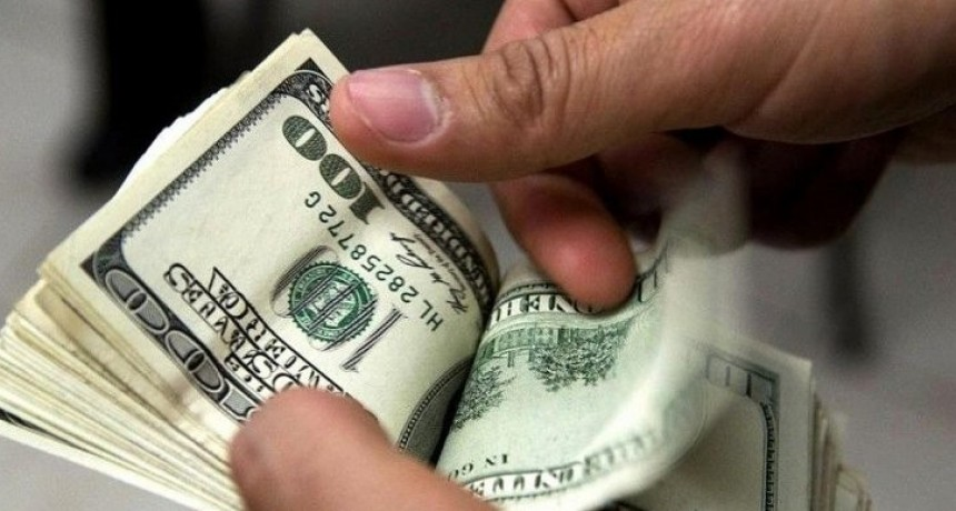 El dólar aumentó otra vez y el  blue se disparó y la brecha con el oficial rozó los 70 centavos
