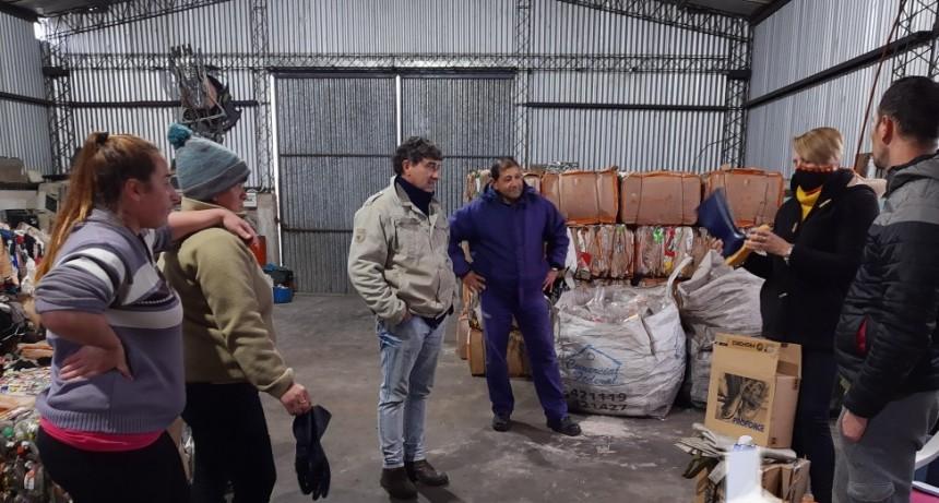 El Municipio de Conscripto Bernardi hizo entrega de elementos y herramientas a personal de la producción y planta de residuos