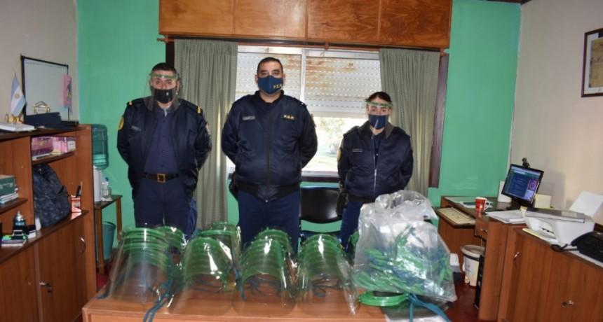 DONACION DE 100 MASCARAS FACIALES DE LA FUNDACIÓN GARRAHAN A LA POLICÍA