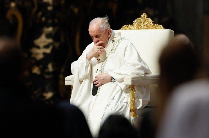 El papa Francisco fue operado con éxito de divertículos en el colon