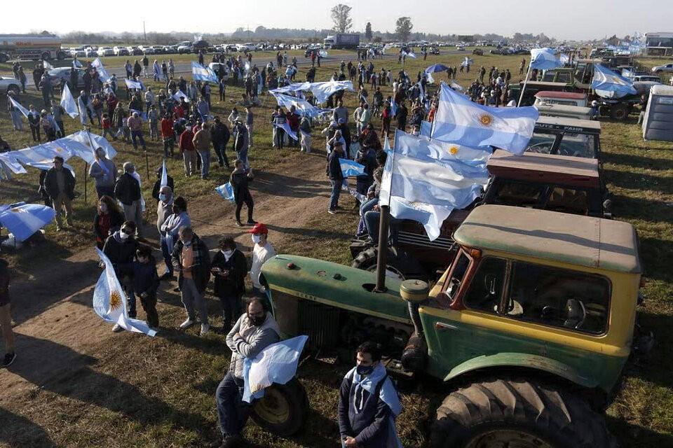 La convocatoria en San Nicolás Una protesta opositora en el campo con consignas para todos los gustos