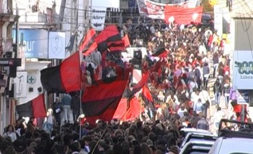 Agmer Paraná marchó a Casa de Gobierno y Tribunales