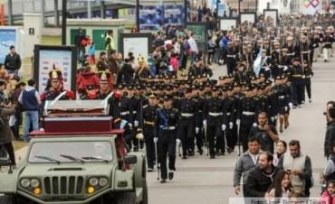Una multitud acompañó el desfile en homenaje a San Martín en Tecnópolis