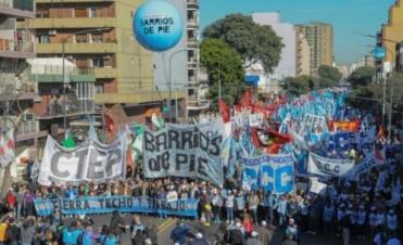 Multitudinario : Organizaciones sociales y políticas marcharon a Plaza de Mayo en reclamo de trabajo