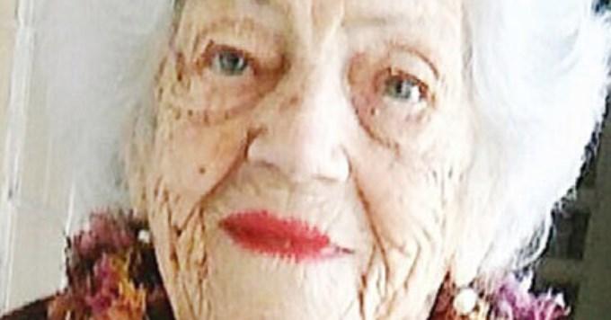 Un ejemplo: a los 103 años quiere votar y no la dejan