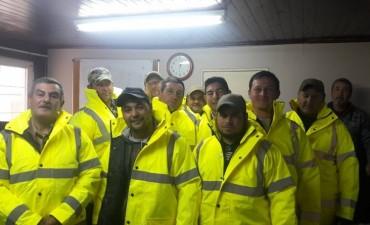 Entrega de indumentaria reglamentaria a personal municipal